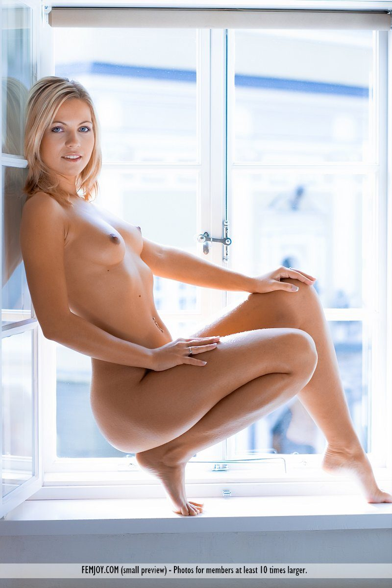 jenni-window-blonde-naked-femjoy-13