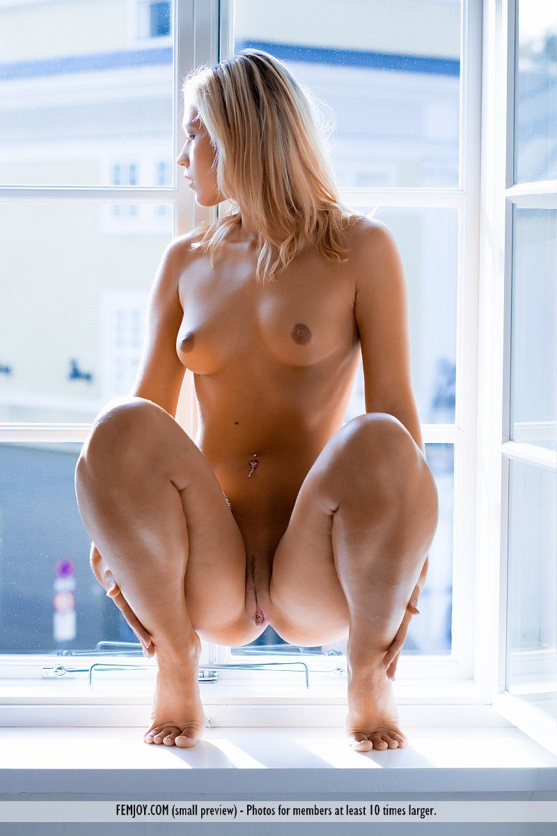 jenni-window-blonde-naked-femjoy-15