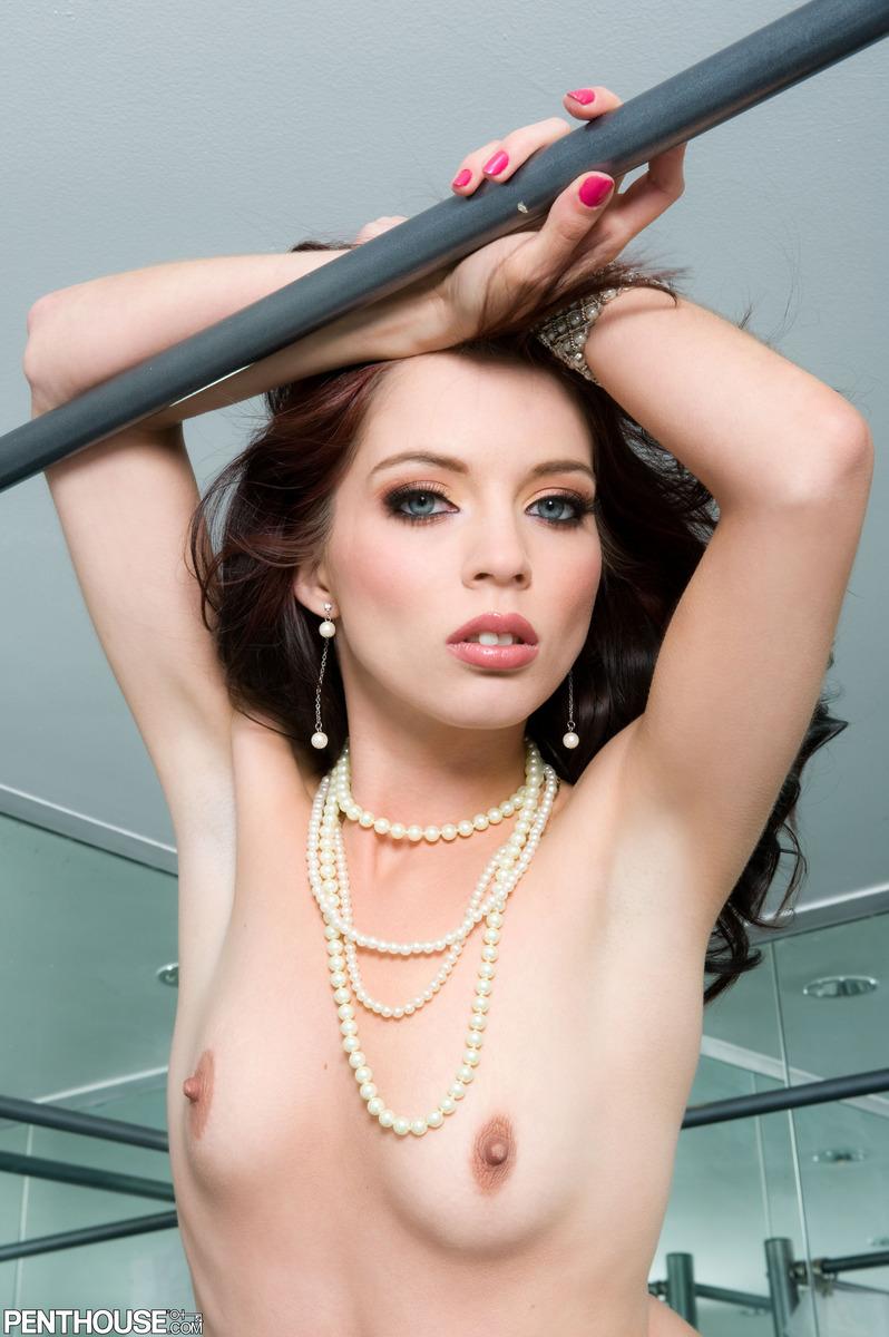 jessi-palmer-nude-pearls-penthouse-02