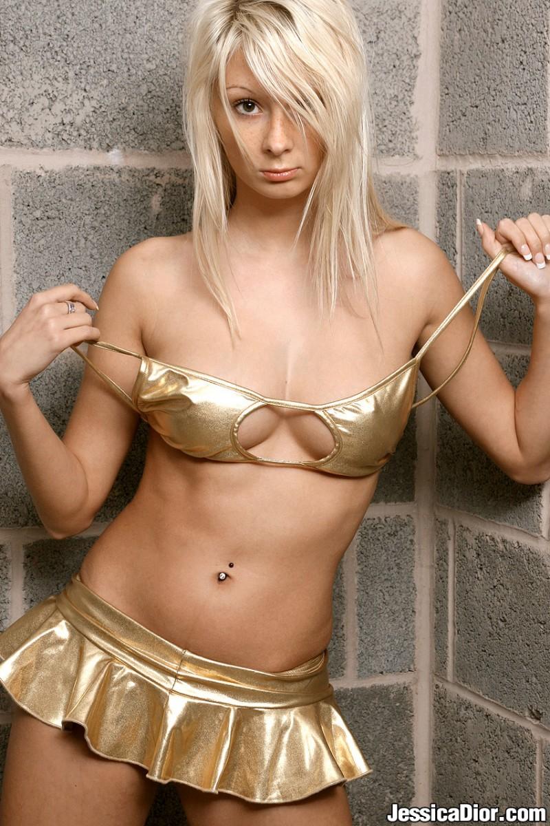 jessica-dior-nude-gold-skirt-05