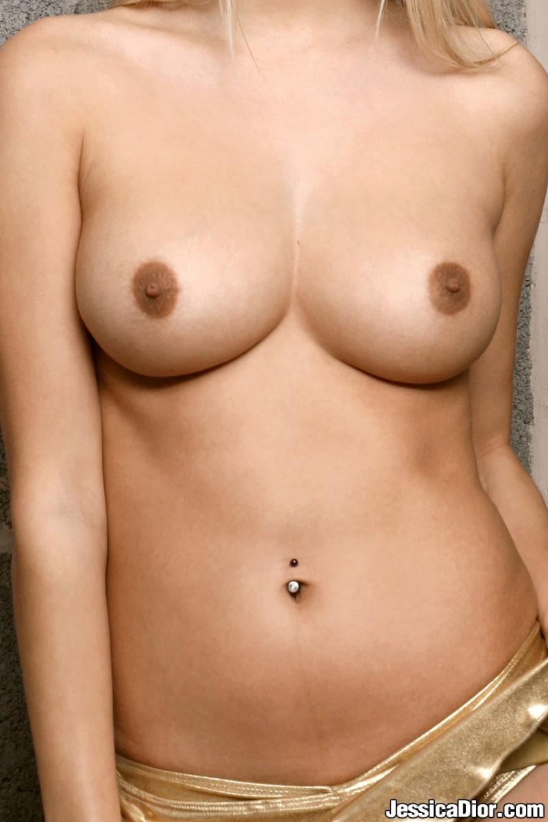 jessica-dior-nude-gold-skirt-06