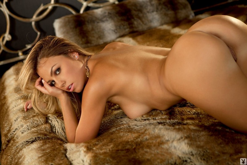 jessica-hall-nude-bedroom-playboy-20