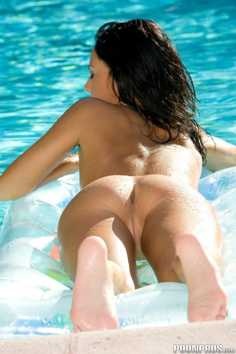 jessica-valentino-pool-27