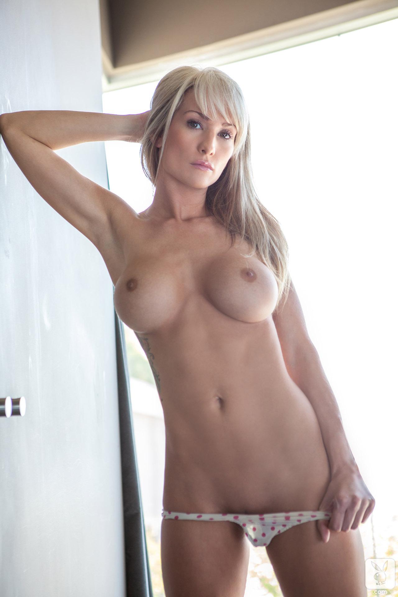 jessie-ann-blonde-boobs-bathtube-naked-playboy-05
