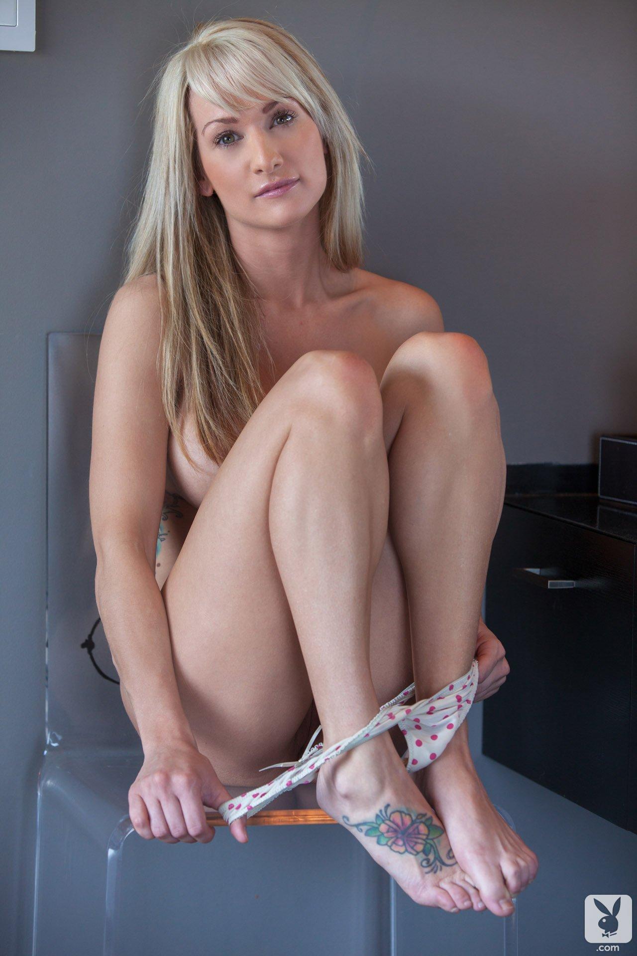 jessie-ann-blonde-boobs-bathtube-naked-playboy-08