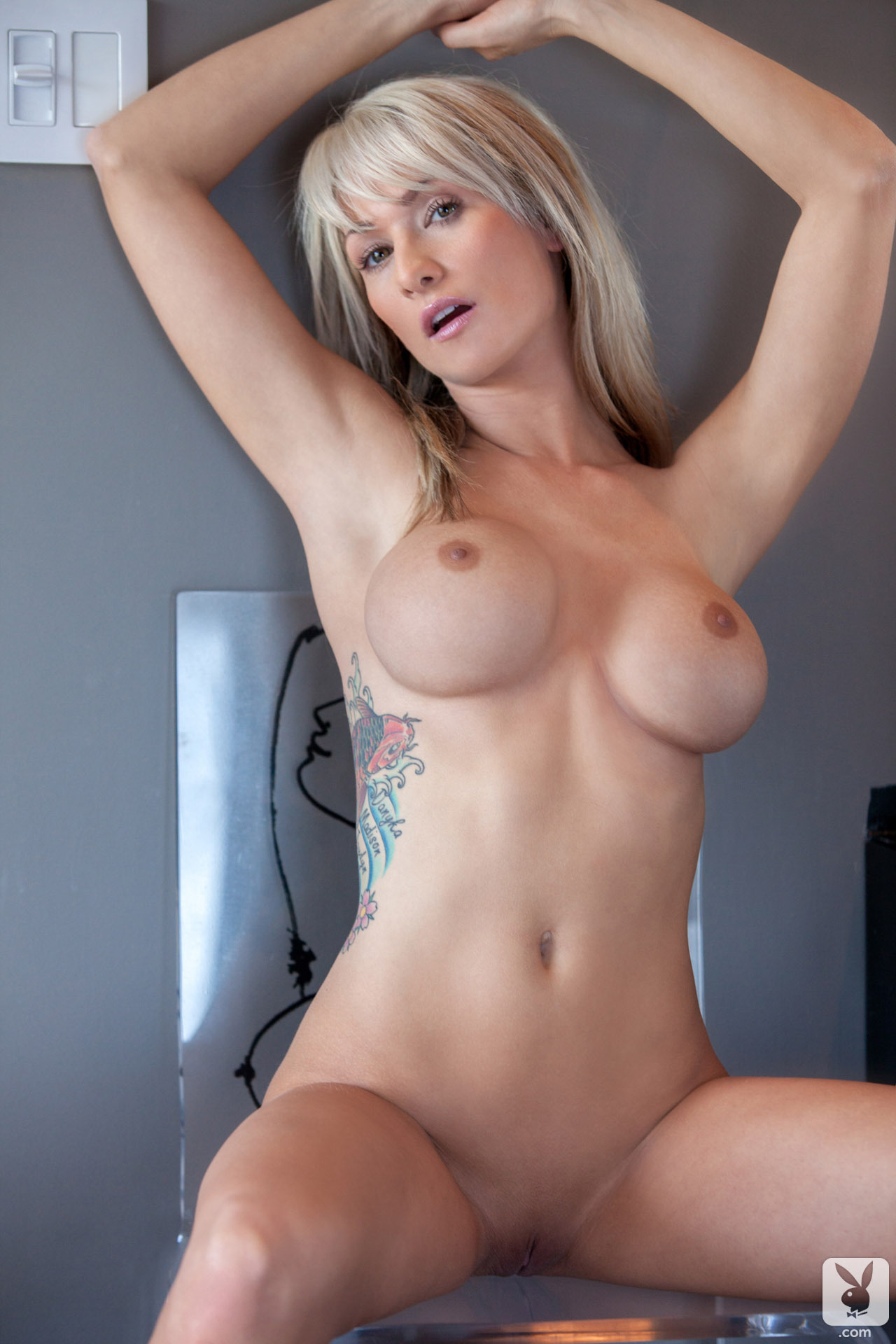 jessie-ann-blonde-boobs-bathtube-naked-playboy-11