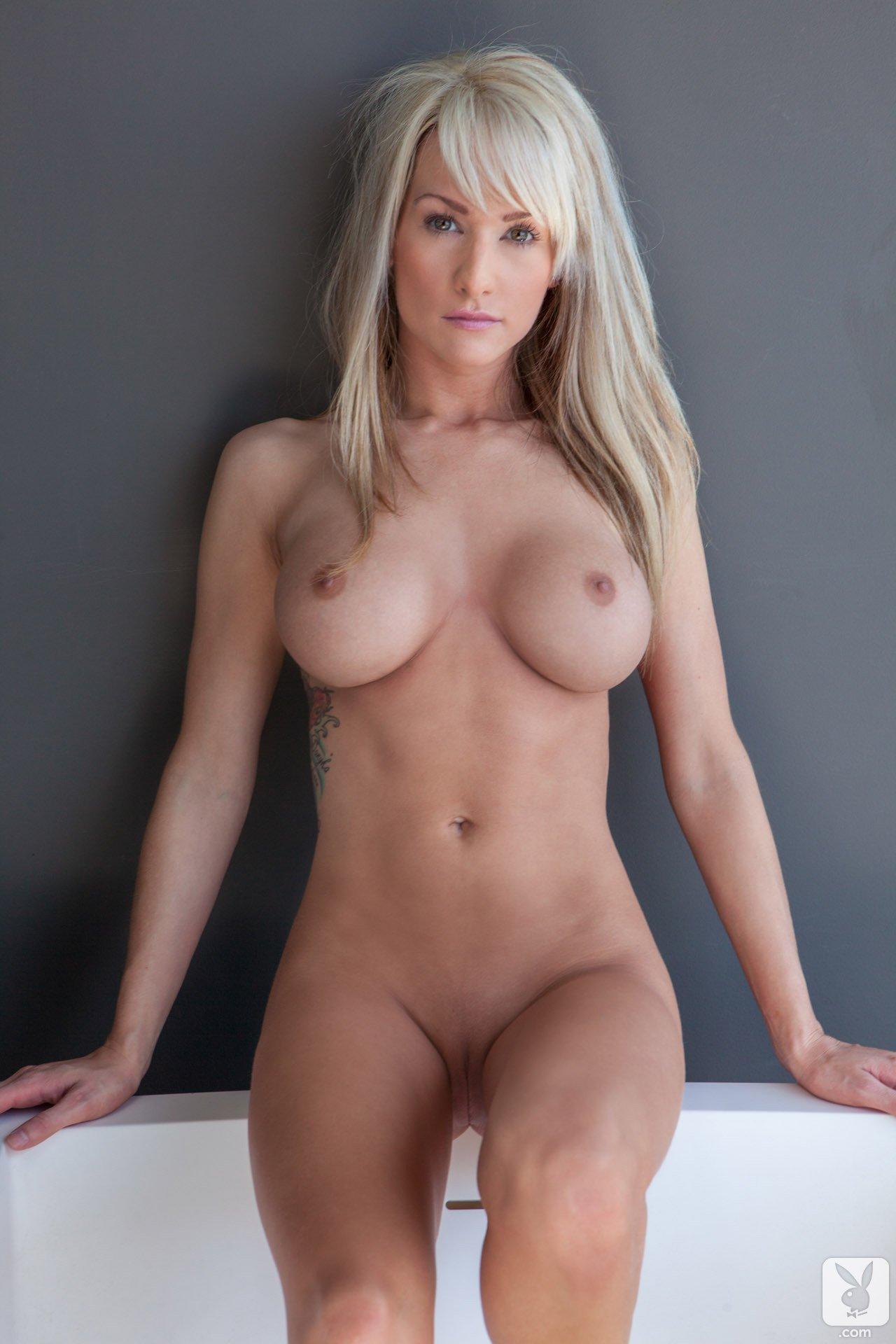 jessie-ann-blonde-boobs-bathtube-naked-playboy-13