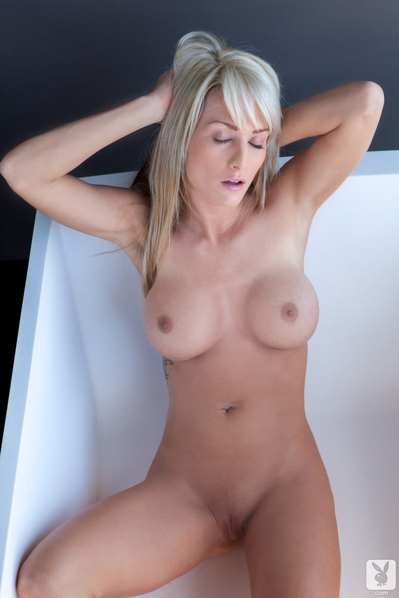 jessie-ann-blonde-boobs-bathtube-naked-playboy-18