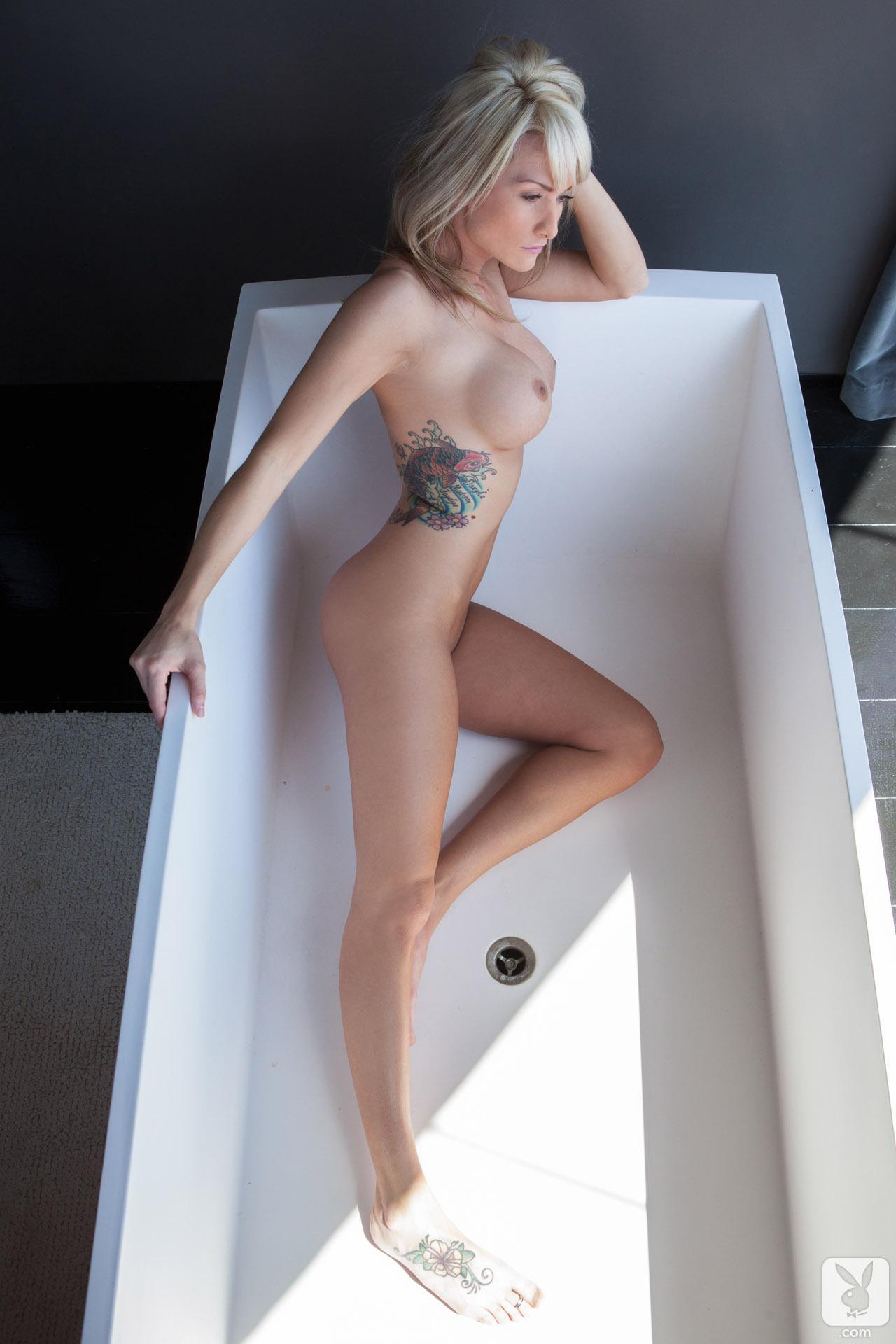 jessie-ann-blonde-boobs-bathtube-naked-playboy-19