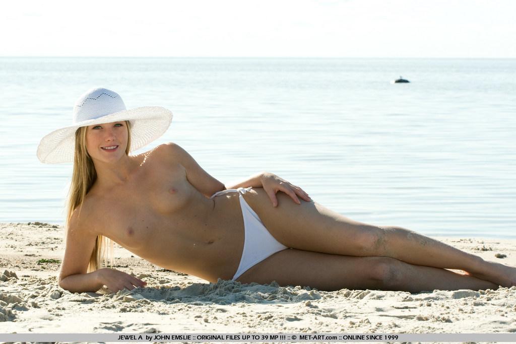jewel-a-bikini-beach-metart-07