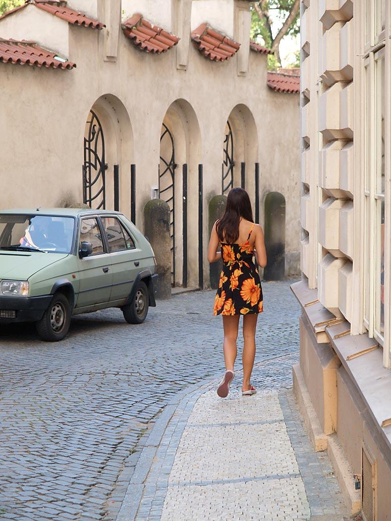 jirina-k-nude-on-the-street-of-prague-01
