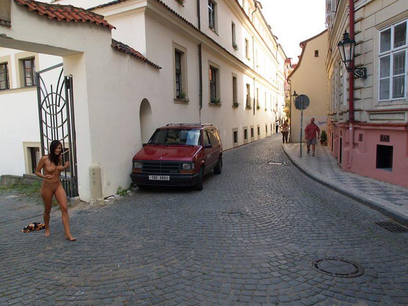 jirina-k-nude-on-the-street-of-prague-03
