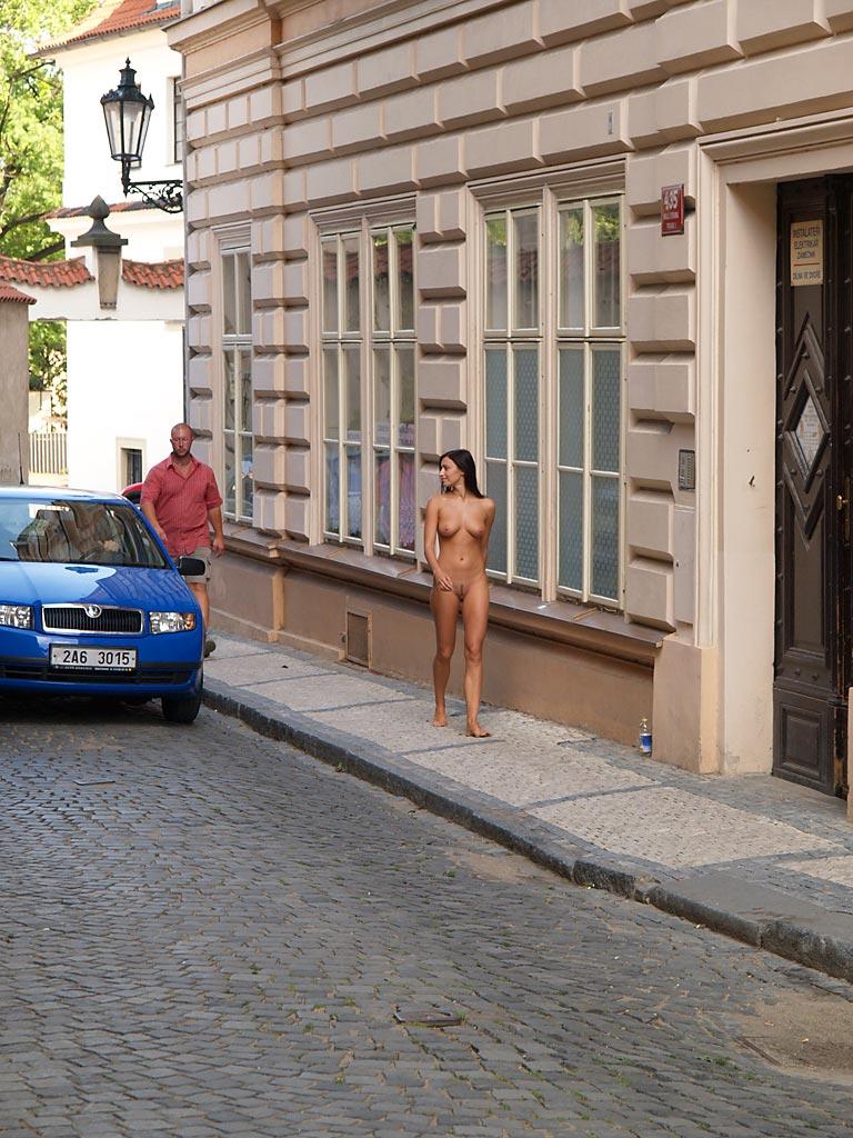 jirina-k-nude-on-the-street-of-prague-07