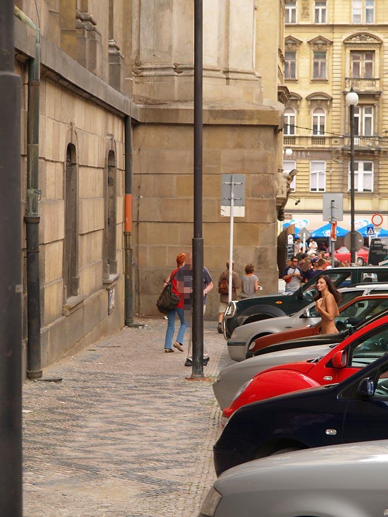 jirina-k-nude-on-the-street-of-prague-12