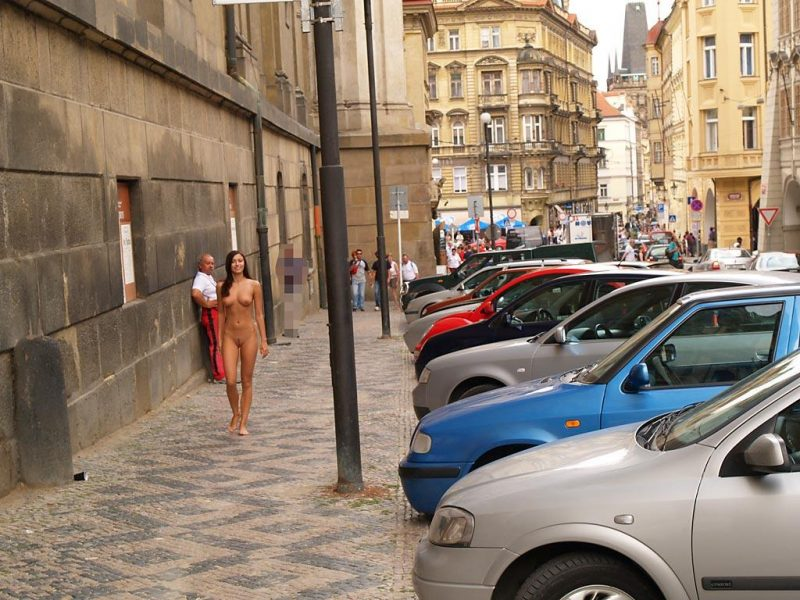jirina-k-nude-on-the-street-of-prague-15