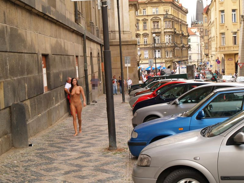 jirina-k-nude-on-the-street-of-prague-16