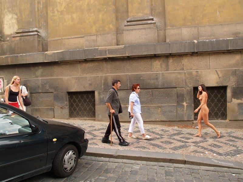 jirina-k-nude-on-the-street-of-prague-18