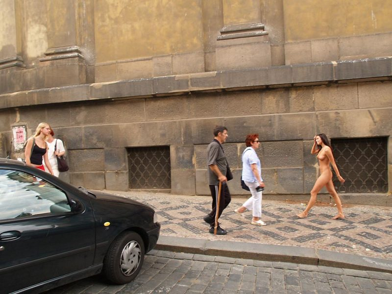 jirina-k-nude-on-the-street-of-prague-19