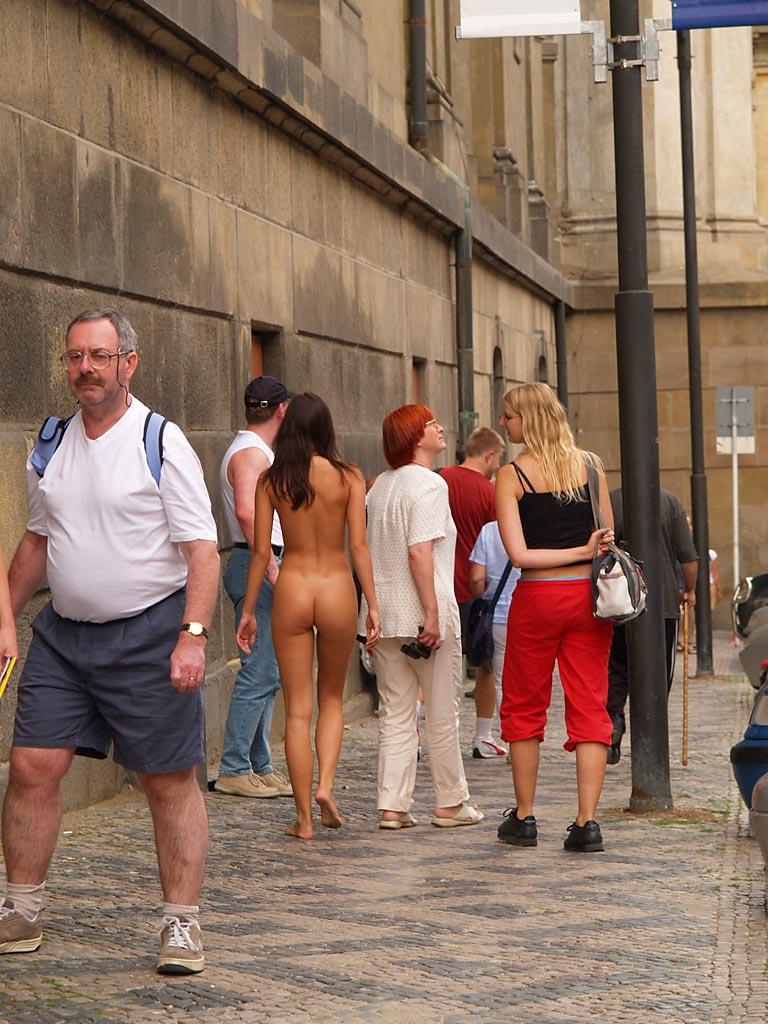 jirina-k-nude-on-the-street-of-prague-28