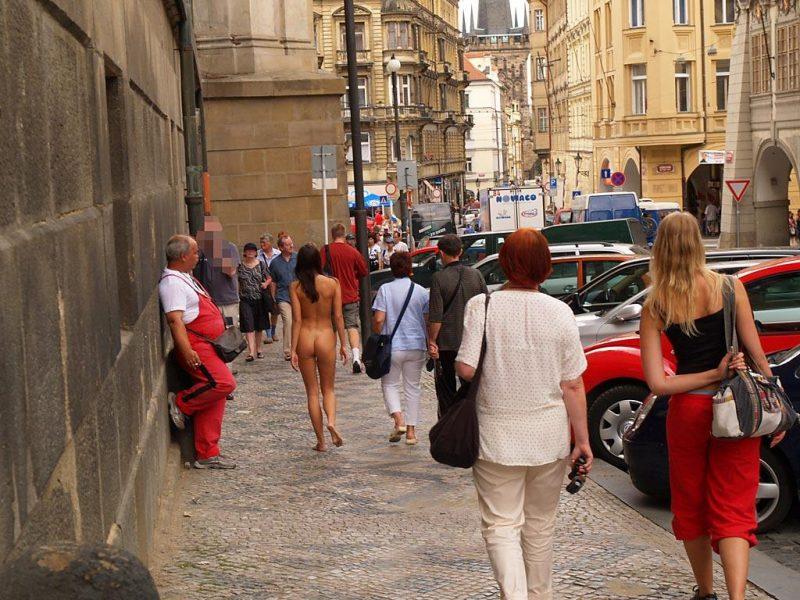 jirina-k-nude-on-the-street-of-prague-29