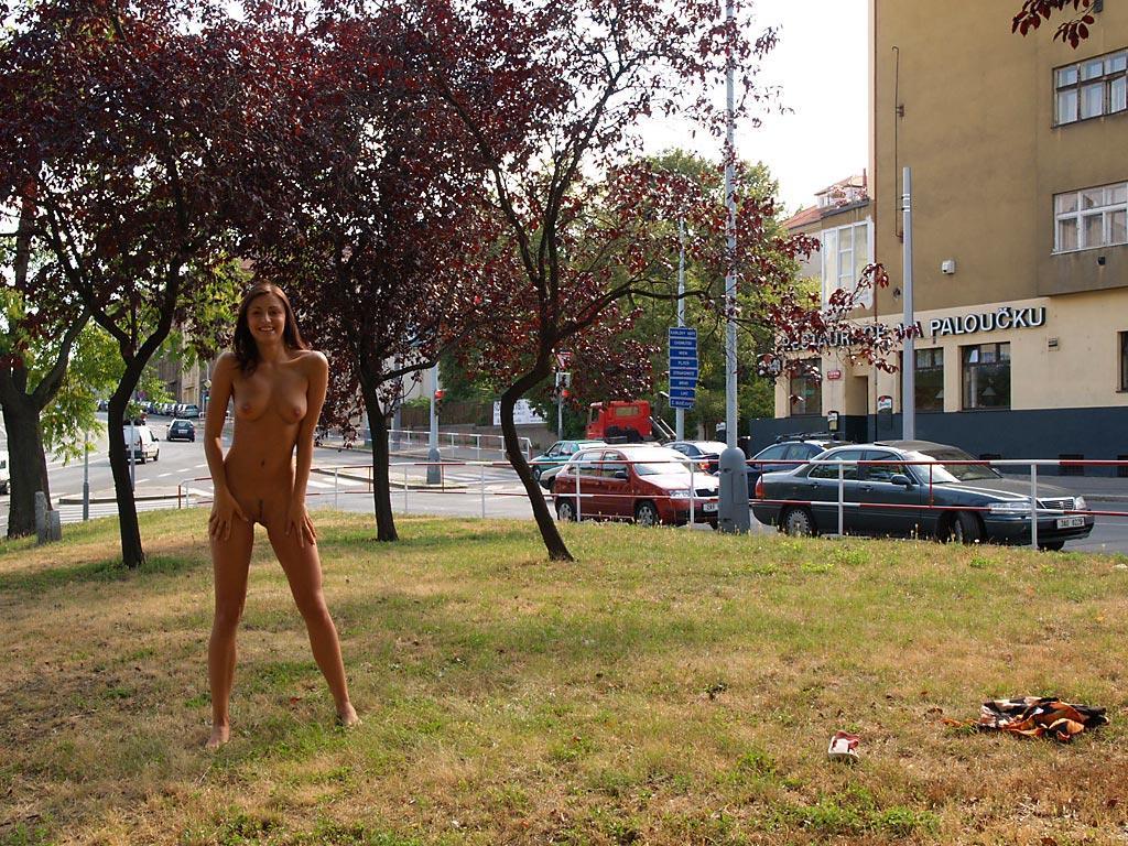 jirina-k-park-prague-naked-in-public-09