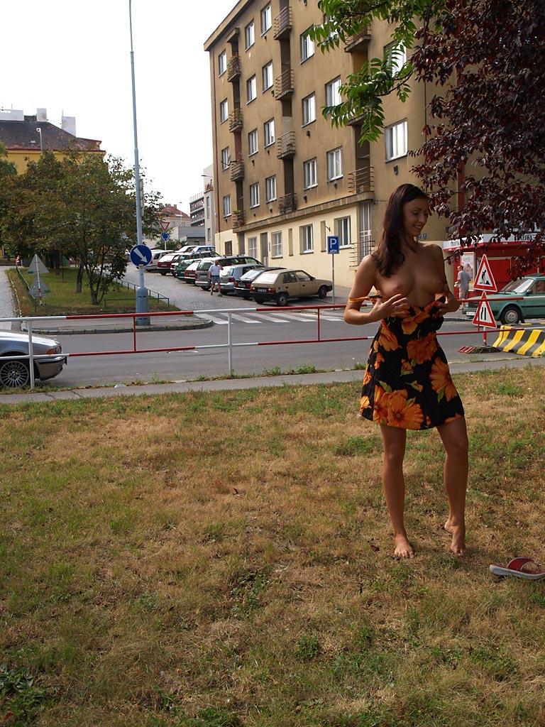 jirina-k-park-prague-naked-in-public-20