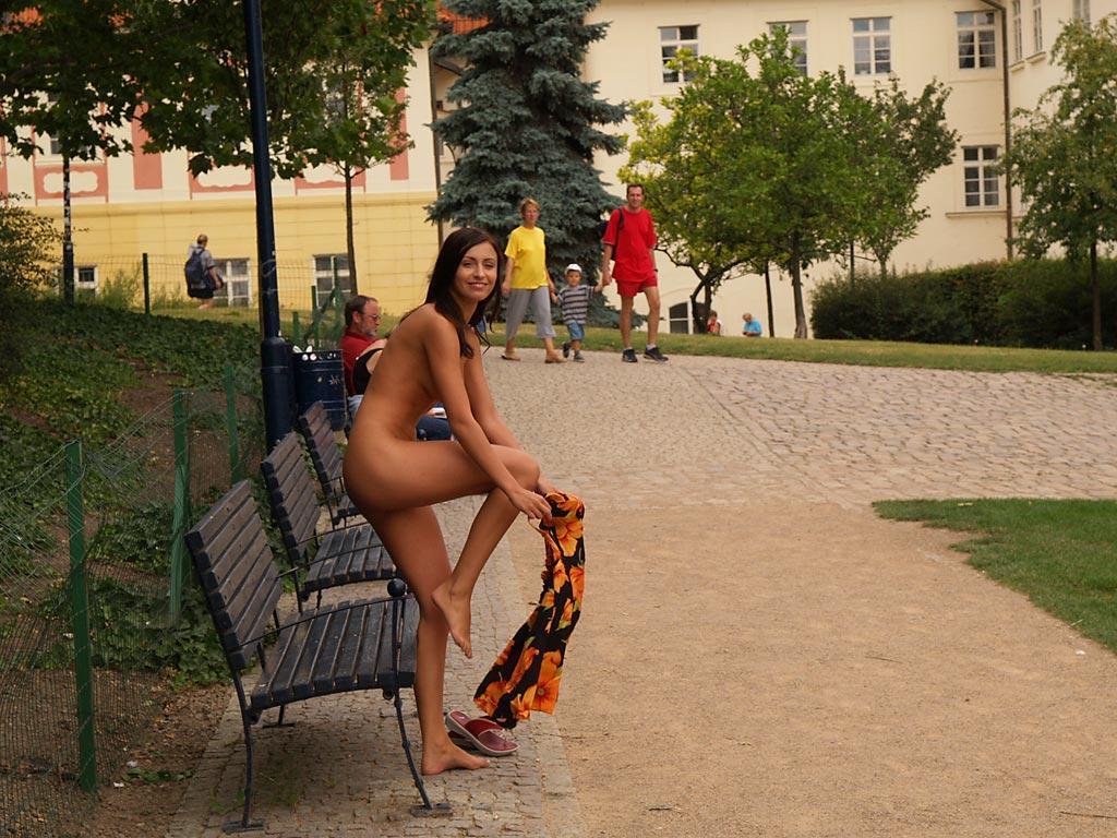jirina-k-park-prague-naked-in-public-37