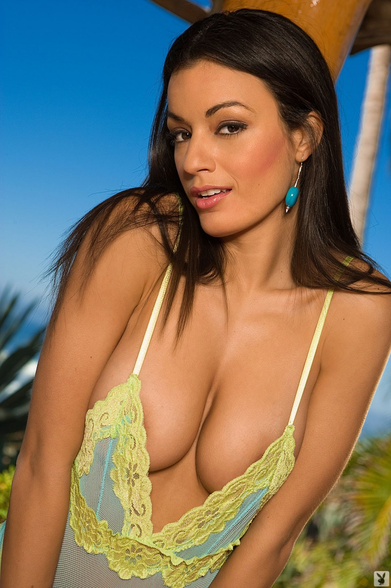 jo-garcia-holiday-resort-playboy-04