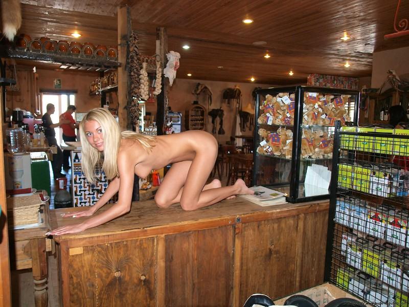 judita-bar-nude-in-public-08