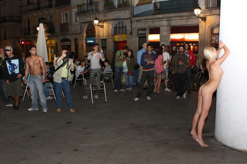 judita-night-barcelona-nude-public-09