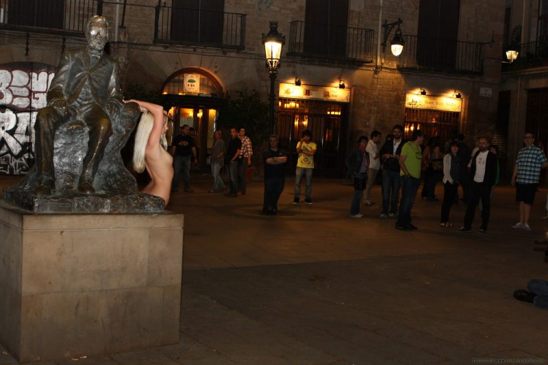 judita-night-barcelona-nude-public-15