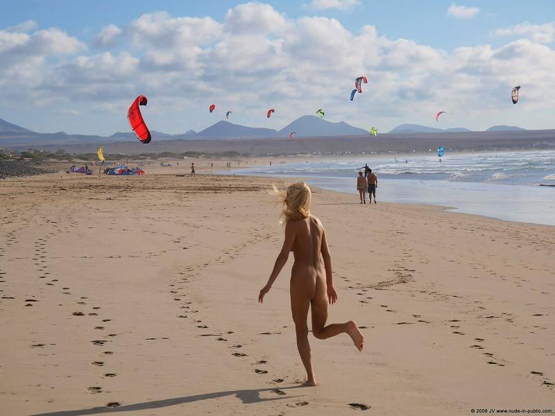 judita-beach-nude-seaside-public-02