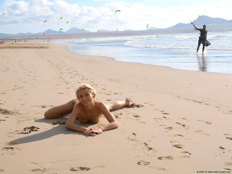 judita-beach-nude-seaside-public-05