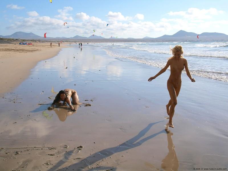 judita-beach-nude-seaside-public-12