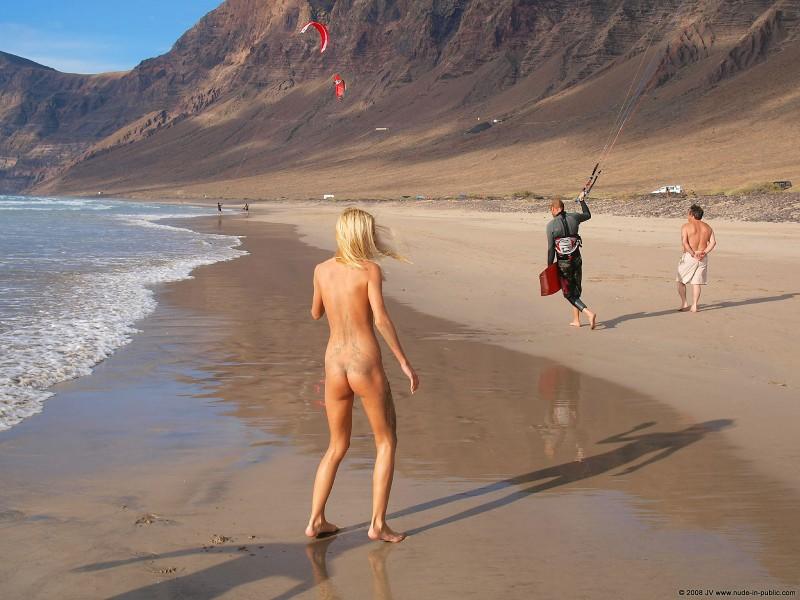 judita-beach-nude-seaside-public-16