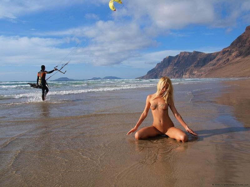 judita-beach-nude-seaside-public-19