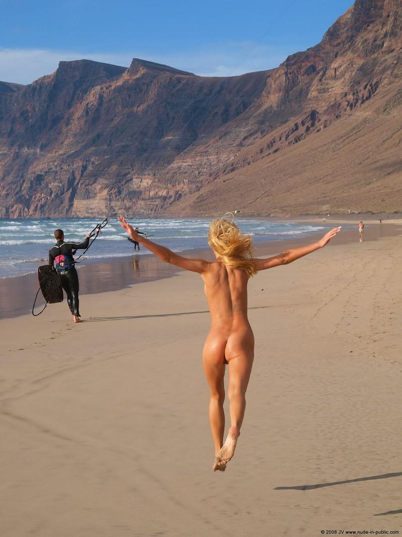judita-beach-nude-seaside-public-22