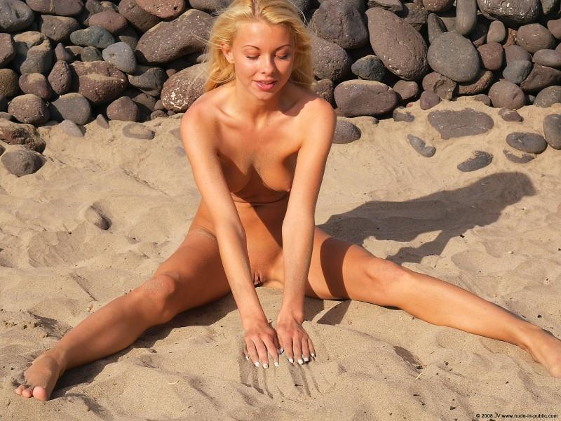 judita-beach-nude-seaside-public-24