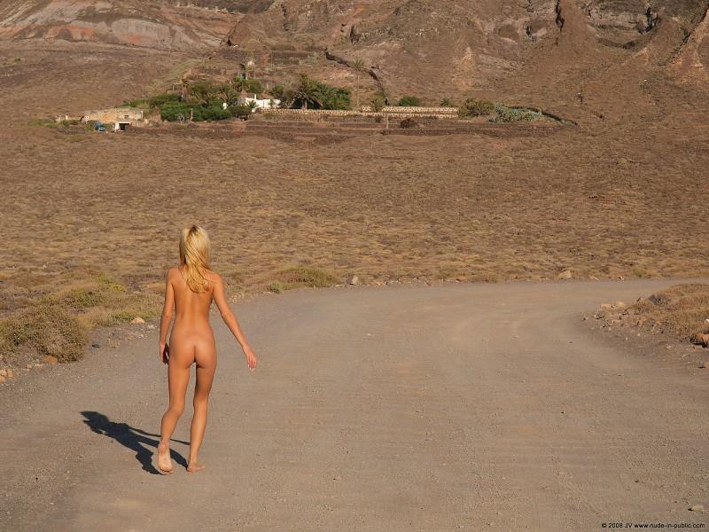 judita-beach-nude-seaside-public-30