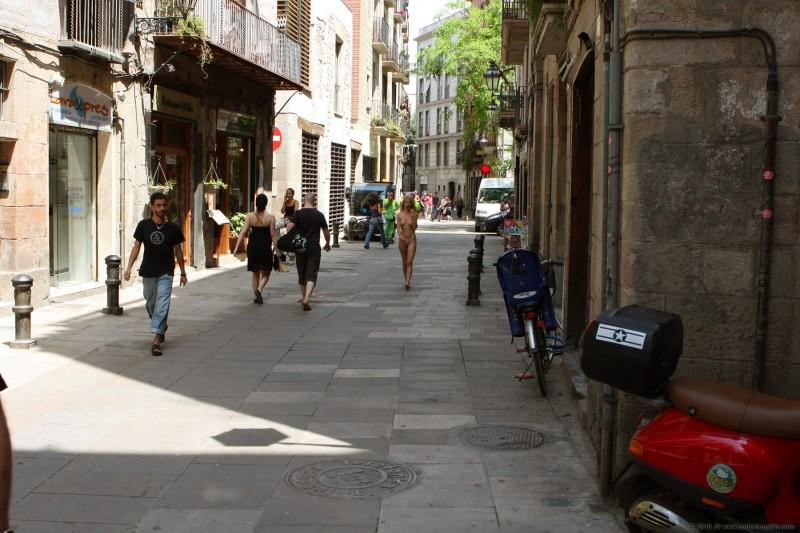 judita-nude-barcelona-public-08