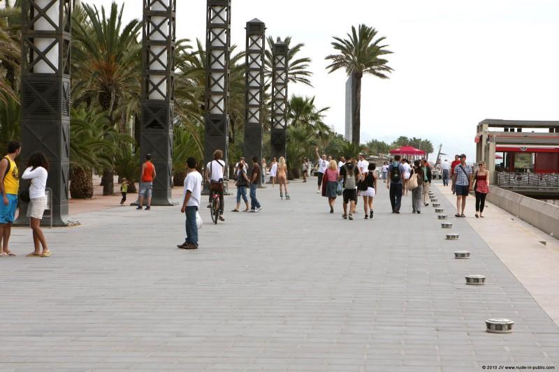 judita-nude-barcelona-public-25