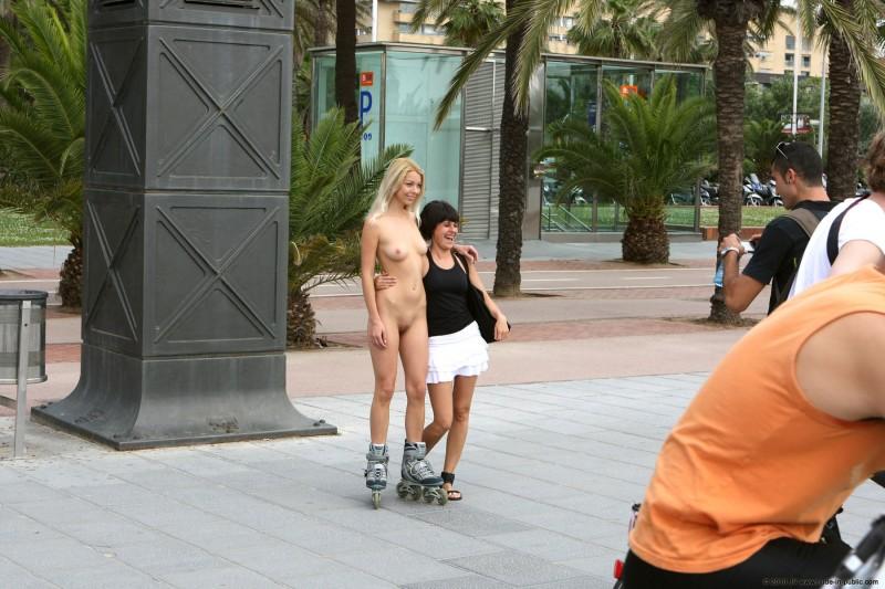 judita-nude-barcelona-public-26