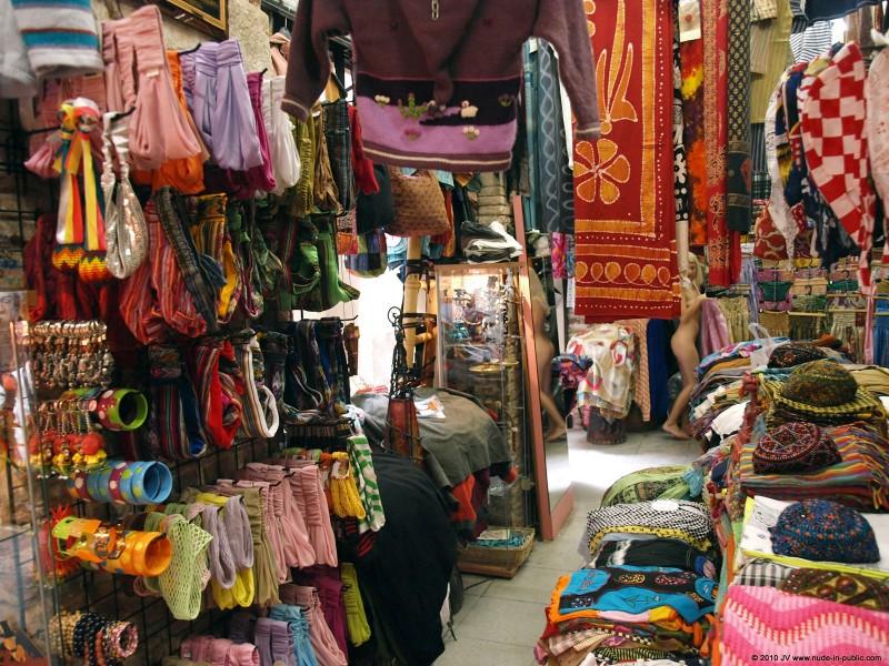 judita-shopping-nude-in-public-09