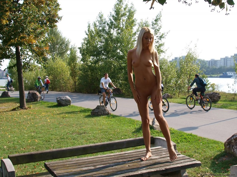 judita-river-nude-in-public-10