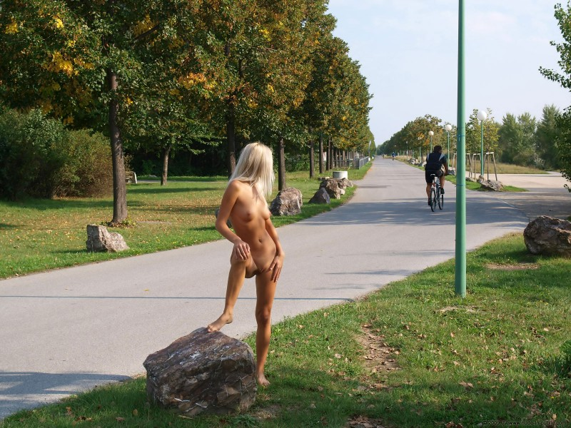 judita-river-nude-in-public-11