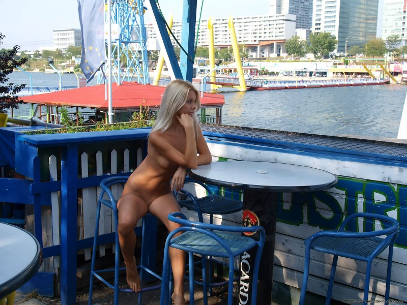 judita-river-nude-in-public-16