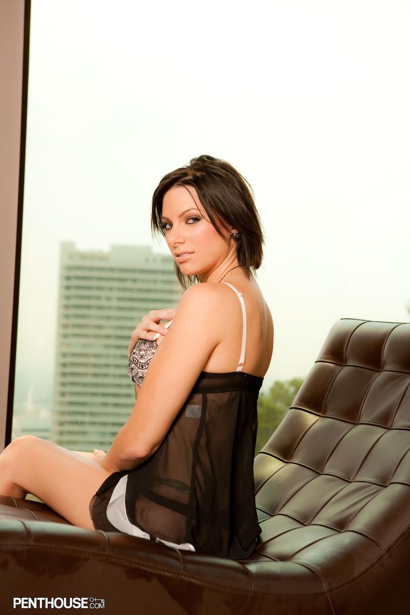juelz-ventura-lounge-chair-nude-penthouse-03