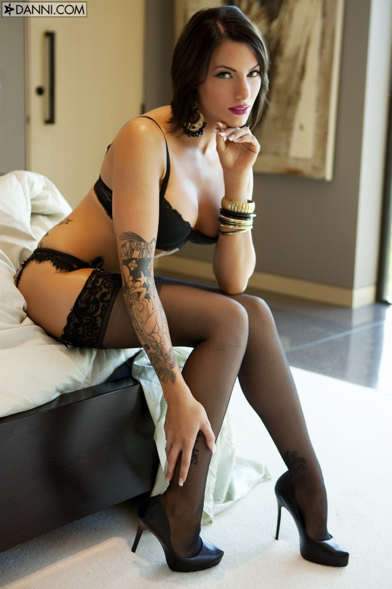 juelz-ventura-stockings-03