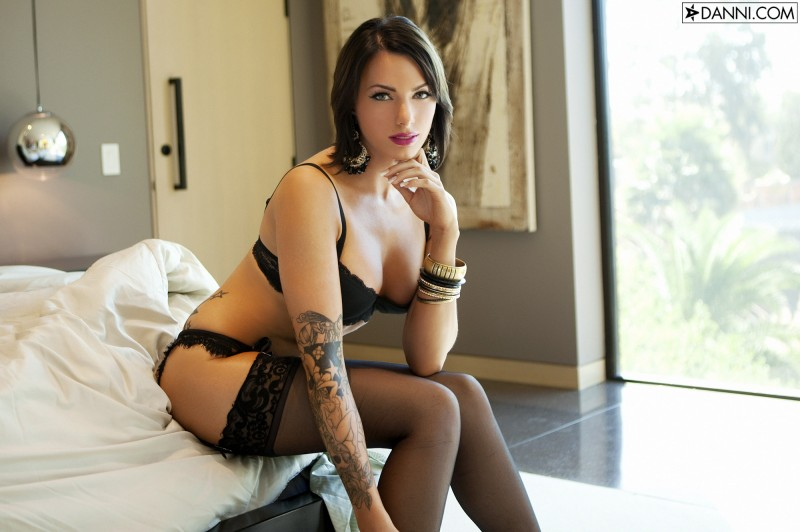 juelz-ventura-stockings-08