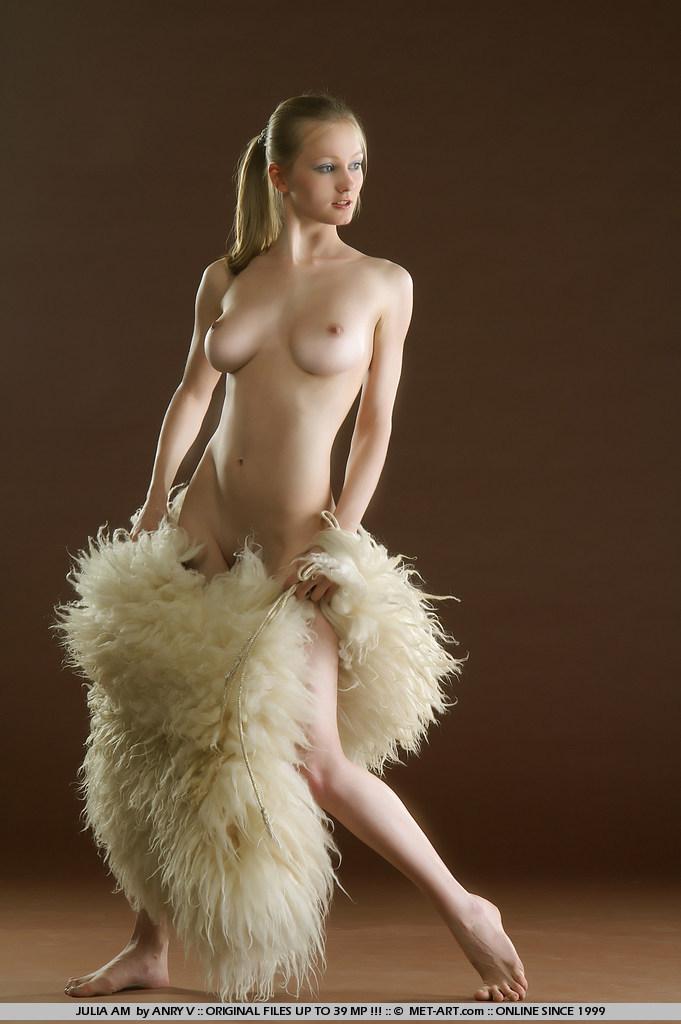 julia-am-fur-met-art-01